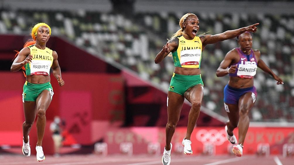 Elaine Thompson-Herah ganó los 100 metros llanos con un tiempo de 10 segundos y 61/100.