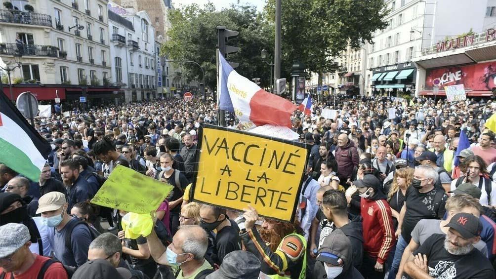 Los manifestantes se proclamaron en contra del uso de un pase sanitario.