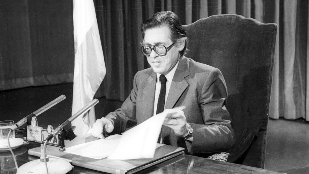 """Al frente del Palacio de Hacienda y en medio de una elevada inflación, creó el """"Plan Austral""""."""